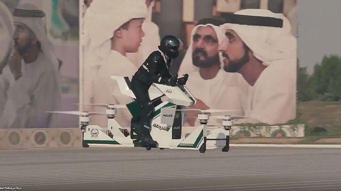 شاهد: شرطة دبي تستعين بدراجات طائرة للحفاظ على الأمن