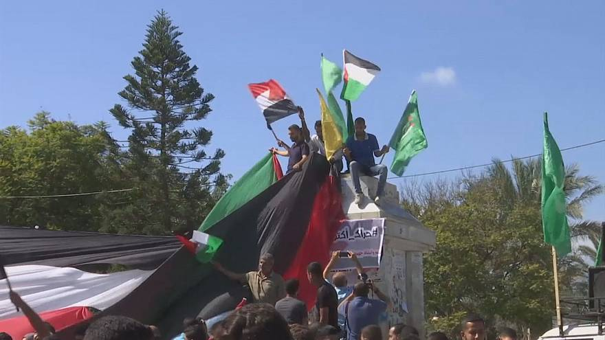 Celebration in Gaza and West Bank after Hamas and Fatah sign reconciliation deal
