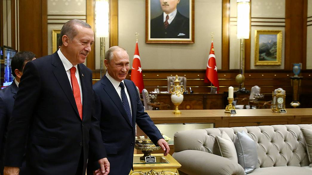 Shifting alliances in the Syrian crisis: Turkey cozies up to Russia