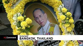 Tayland: Budist din adamları ölen kral anısına toplandı