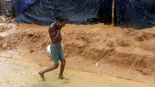پای برهنه و خواهر بر دوش؛ روایت سفر کودک ۷ سالۀ روهینگیایی به بنگلادش