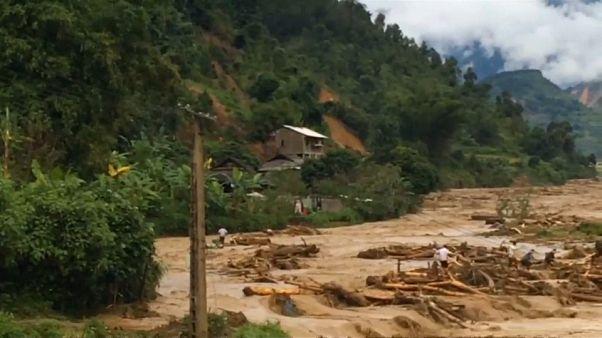 Vietnam: Reißende Fluten sorgen für Chaos