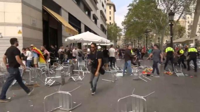 ¿Quiénes están detrás de la violenta pelea de las sillas en Barcelona?