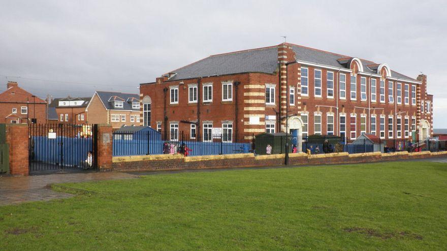 دستگاه قضایی بریتانیا: جدایی پسران از دختران در مدرسه تبعیض آمیز است