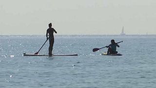 وحدهم السياح لا يعبأون في سياسة إسبانيا وكتالونيا