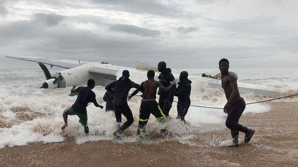 Cuatro muertos al estrellarse un avión en Costa de Marfil
