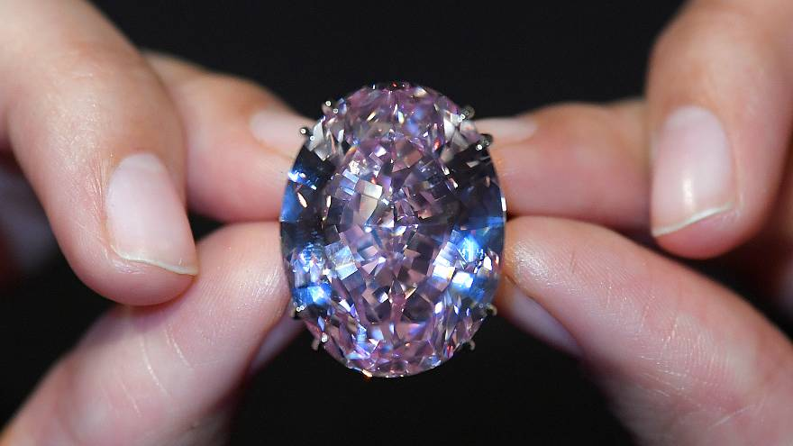 تعرف على سعر أكبر حجر الماس وردي يباع في مزاد