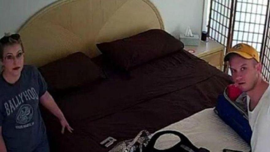 """زوجان يكتشفان كاميرا خفية داخل غرفة النوم خلال استئجارهما منزل """"إير بي إن بي"""""""