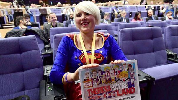 Lei è Madeleina Kay, fa la supereroina e vuole difendere l'UE dalla Brexit