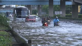 Les rues de Bangkok totalement inondées