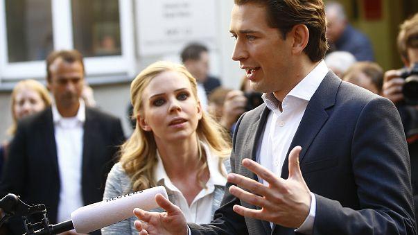 Áustria vota em legislativas com extrema-direita à porta