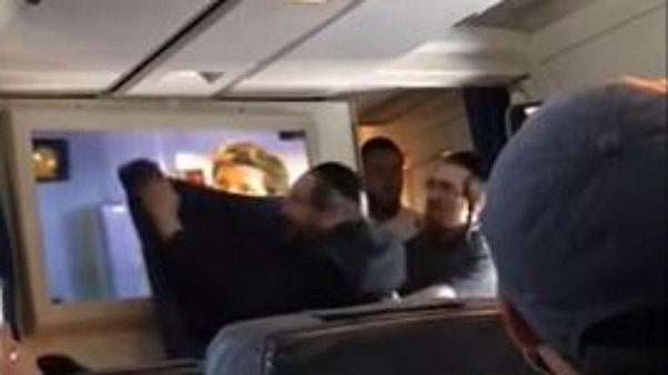يهود متشددون يحجبون عرض فيلم عنوة على متن طائرة