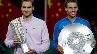 Federer vence a Nadal en Shanghái y Sharapova levanta su primer trofeo tras su sanción