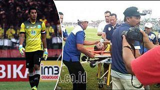 وفاة حارس مرمى أندونيسي داخل أرضية الملعب