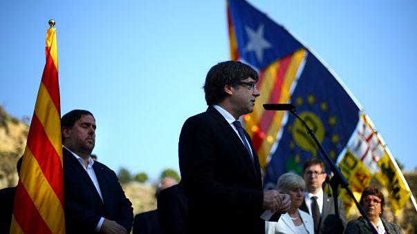 زعيم إقليم كتالونيا في إسبانيا يدعو للهدوء قبل انقضاء مهلة حددتها مدريد