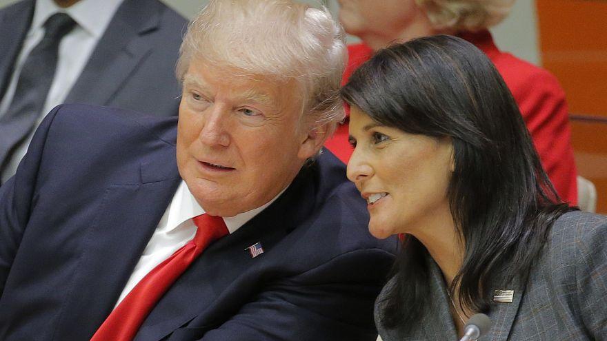 """هايلي تخفض من نبرة """"التهديد"""" إزاء إيران وتتوقع الإبقاء على الاتفاق النووي"""
