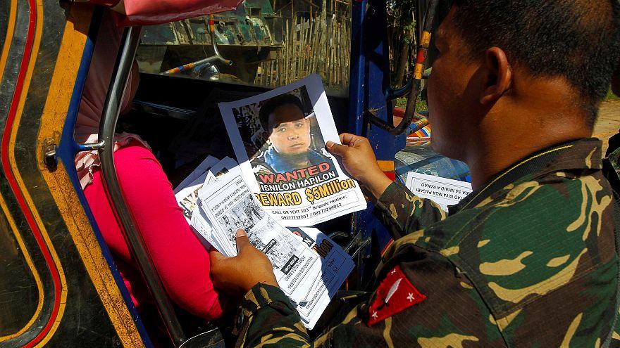 الجيش الفلبيني يعلن مقتل القياديين في تنظيم داعش ماوتي وهابيلون