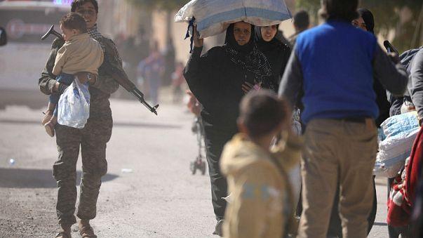 Tömegek menekülnek Rakkából, de legalább a dzsihadisták is