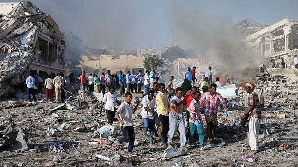 Mehr als 300 Tote bei Anschlag in Mogadischu
