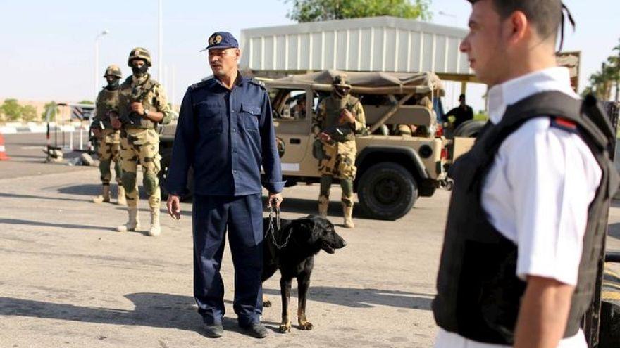 مقتل 6 أشخاص في هجوم مسلح في مدينة العريش