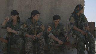 بالفيديو: يزيديات الرقة يواجهن داعش حتى آخر رمق