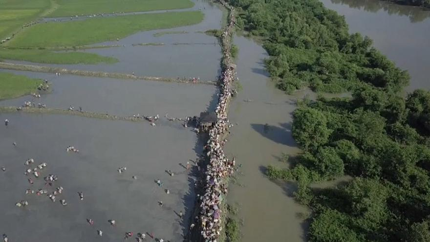 شاهد: أمواج بشرية من الروهينغا تواصل النزوح من بورما وسط عجز دولي
