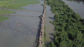 Rohingya in fuga verso il Bangladesh