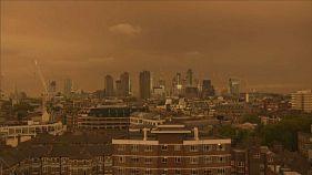 Πορτοκαλί ο ουρανός του Λονδίνου