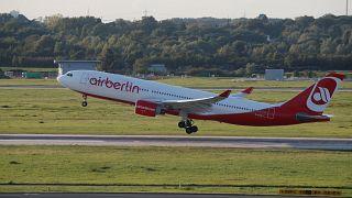 Bye-bye Air-Berlin: A330-Pilot dreht dramatisch aussehende Ehrenrunde