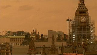 Londra'da gökyüzü kızılımsı renge büründü