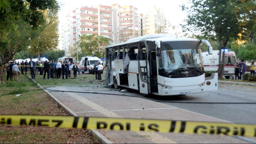 انفجار اتوبوس حامل نیروهای پلیس در شهر مرسین ترکیه