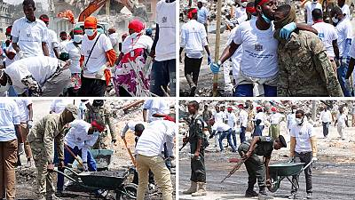 [Photos] Somalis in massive clean up of Mogadishu terrorist mess