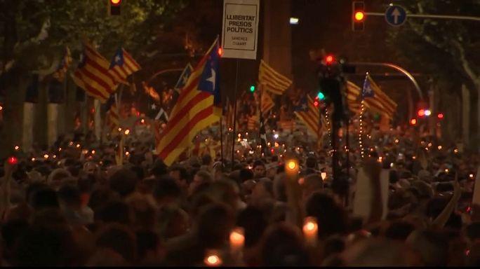 Decenas de miles de independentistas piden la excarcelación de Cuixart y Sànchez en Barcelona