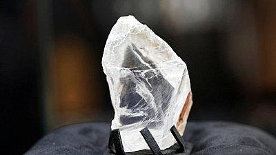 """La Sierra Leone vend un """"diamant de la paix"""" à New York"""
