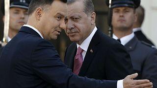 """Erdogan aux Européens : """"nous ne quitterons pas la table des négociations"""""""