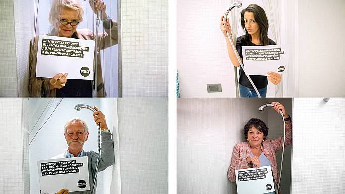 Ruhában zuhanyoznak a francia képviselők