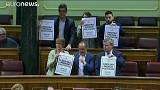 """Diputados de Podemos y PDeCat interrumpen la sesión de control al Gobierno con pancartas a favor de """"los Jordis"""""""
