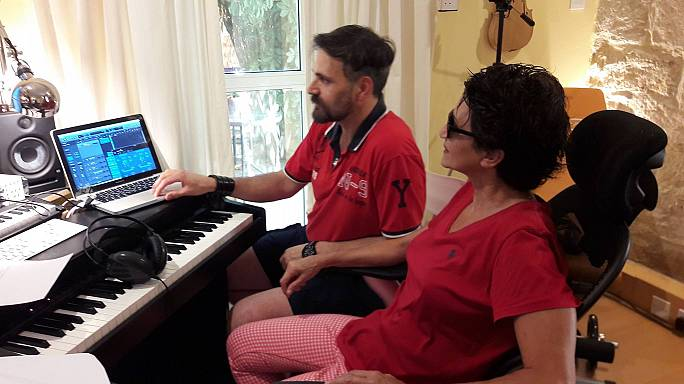 Η Άλκηστις Πρωτοψάλτη τραγουδάει...κυπριακά!