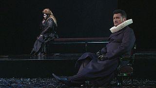 Verdi fait tomber les masques à Barcelone