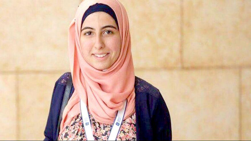 فلسطينية ولا فخر: فوز شابة بجائزة دبي للقراءة بقيمة 150.000 دولار