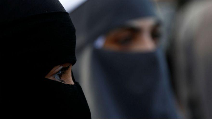 کبک کانادا؛ پوشش نقاب یا برقع در اماکن عمومی غیرقانونی شد