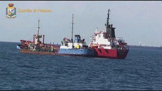 Schleuser schmuggeln Öl von Libyen nach Europa