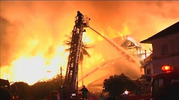 Un spectaculaire incendie en Birmanie