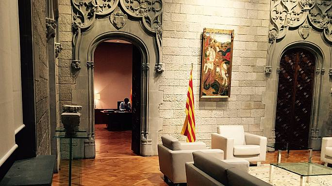 """Puigdemont: """"Dialogo o dichiarazione d'indipendenza"""". Madrid: scatta l'articolo 155"""