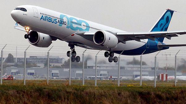 A330neo поднялся в воздух