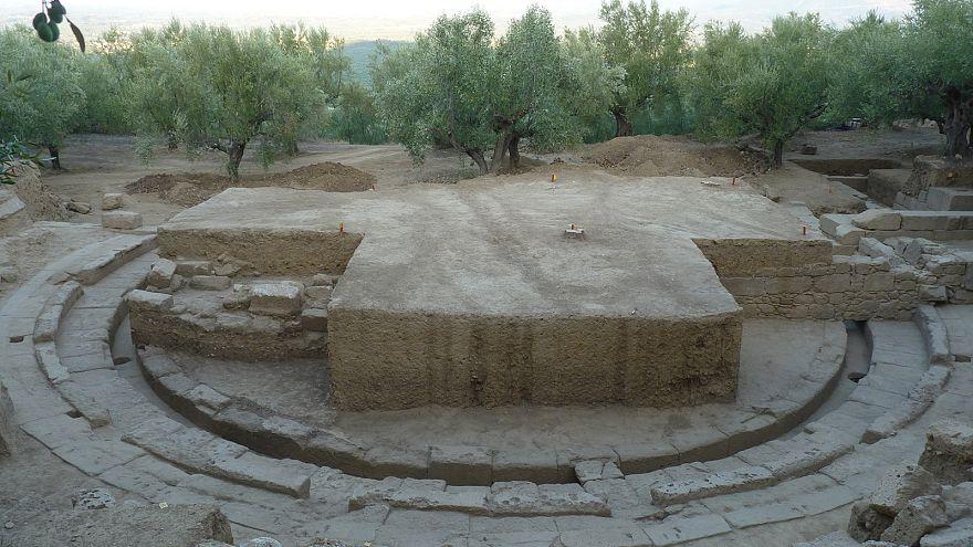 Αρχαιολογική ανακάλυψη: Στο φως το αρχαίο θέατρο της Θουρίας - ΦΩΤΟ