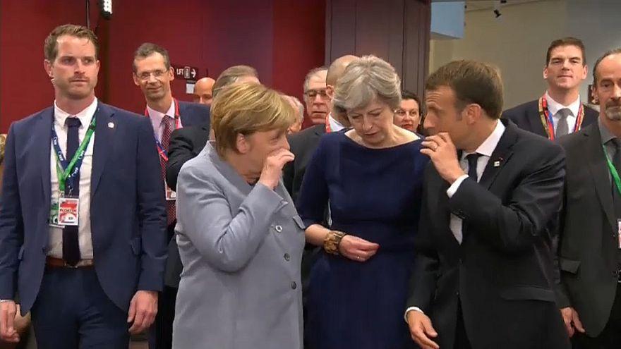 ¿De qué hablaron Macron, Merkel y May en los pasillos del Consejo Europeo?