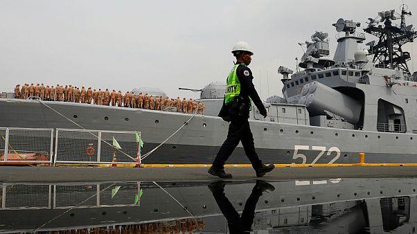 Rus savaş gemileri Filipinler'de