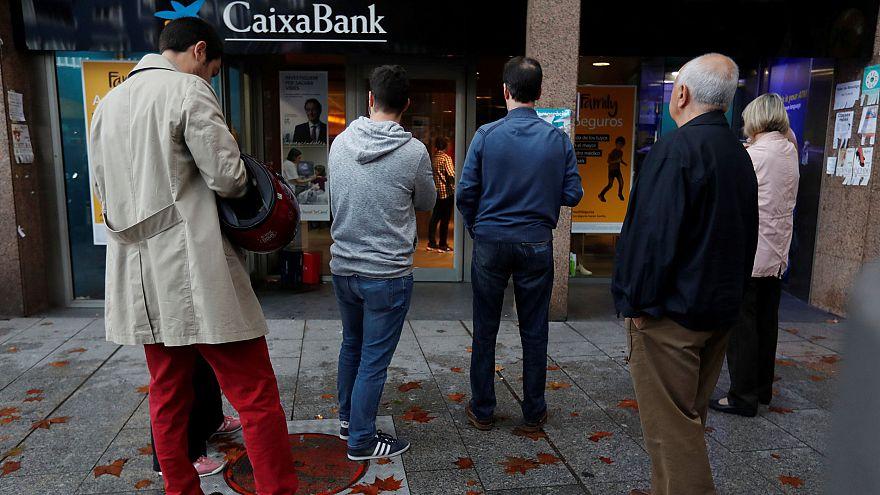 Boicot a los bancos en Cataluña como protesta pacífica tras la llamada de Òmnium y ANC