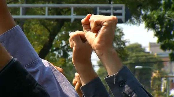 Ökölbe szorított kezek Mexikóban